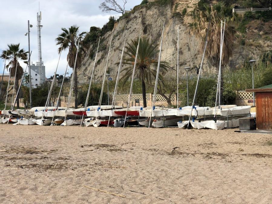 Alineament dels patins per complir amb la concessió de platja de què disposem en l'actualitat.